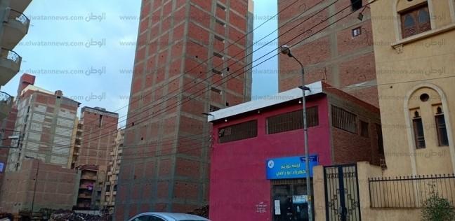 بالصور| ميل برج سكني من 15 طابقا في المحلة.. والأهالي: أين المسؤولون؟