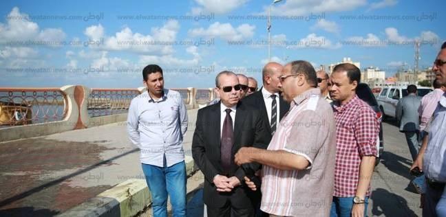 بالصور| محافظ كفر الشيخ يبحث مشاكل الصيادين ويتابع أعمال جسر البحيرة