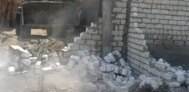 """حملة لإزالة التعديات على الأراضي الزراعية وإشغالات الطرق في """"أشمون"""""""