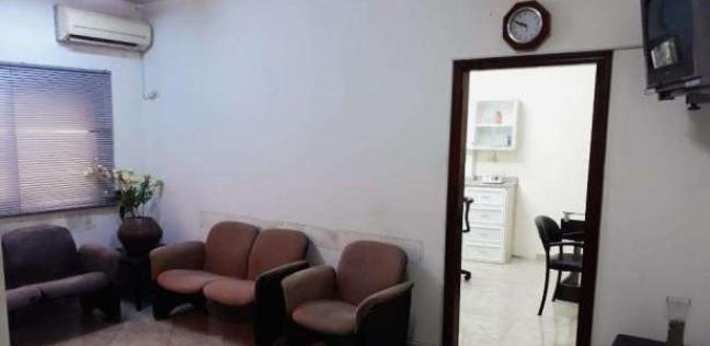 """""""ممنوع الكشف على المنتقبات"""".. لافتة بعيادة طبيب في الأقصر"""