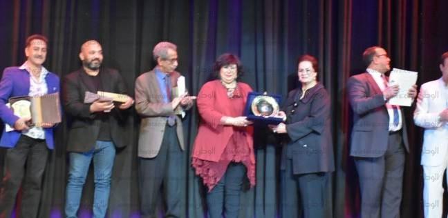وزيرة الثقافة تكرم رموز الفنون الشعبية بمهرجان دمنهور الدولي للفلكلور