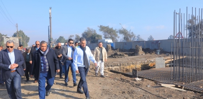 """وصول وزير النقل ومحافظ القاهرة إلى موقع حريق """"محطة مصر"""""""