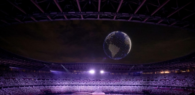كيف تم رسم الكرة الأرضية أعلى الملعب الأولمبي
