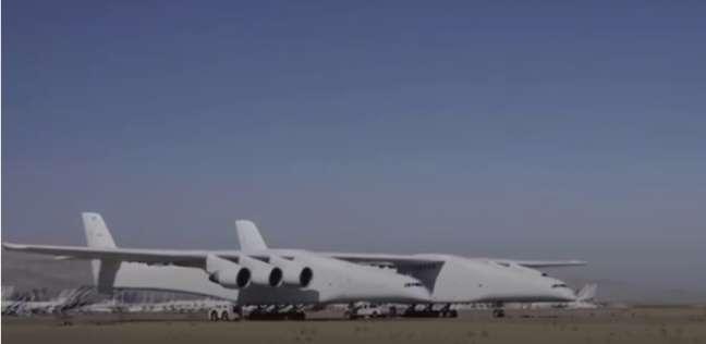 أضخم طائرة في العالم تنجح في أهم اختبارتها