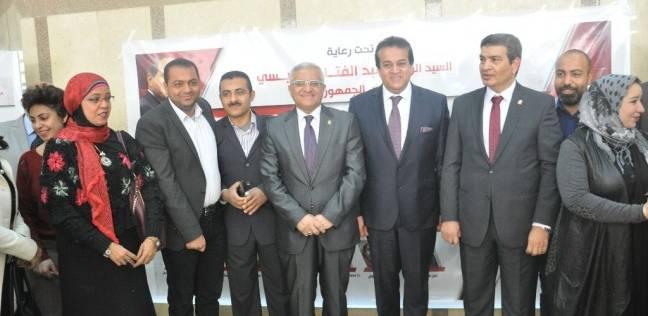 وزير التعليم العالي يفتتح معرضا لإنتاج الورش الفنية بجامعة المنيا