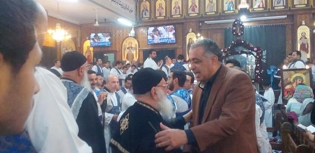 بالصور| رئيس حي شبرا يزور الكنائس لمتابعة استعدادات عيد القيامة