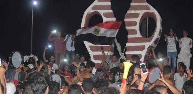 بالصور  أفراح جنوب سيناء بعد فوز المنتخب.. ووالد صالح جمعة يسجد شكرا