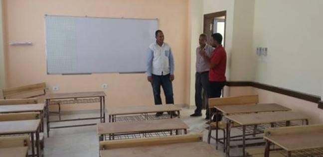 نائب رئيس مركز الطود يتفقد سير العمل بمبنى الإدارة التعليمية