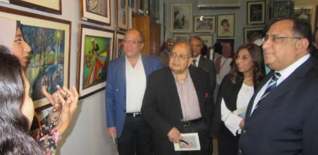بالصور  رئيس جامعة حلوان يفتتح معرض القسم الحر بكلية الفنون الجميلة
