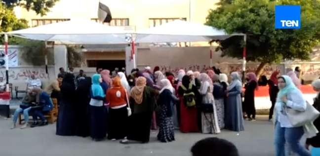 فيديو  حشود من النساء أمام لجنة بمدينة نصر للمشاركة في الاستفتاء