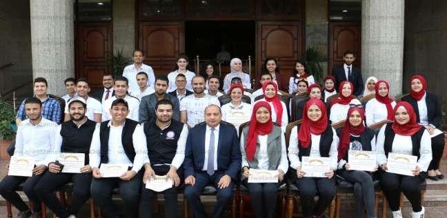 جامعة بني سويف تكرم 50 طالبا شاركوا في استقبال السيسي