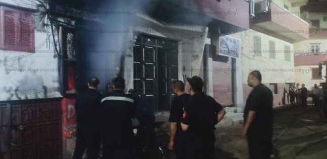 بالصور.. السيطرة على حريق نشب بمحل تغيير زيوت في أسيوط