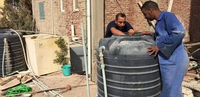 مجلس مدينة الغردقة يواصل تغطية الخزانات وغرف الصرف الصحي