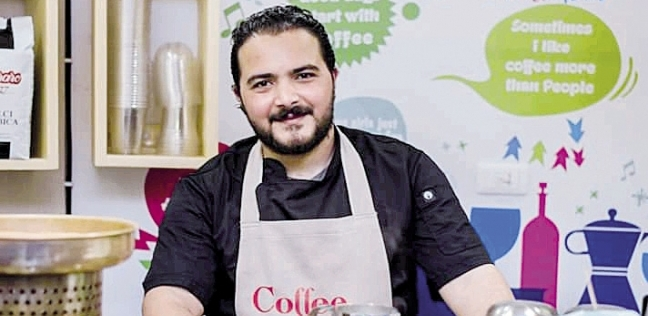 «أحمد» فى المقهى بالإسكندرية