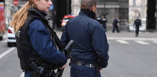 اعتقال شخص يحمل سكينا أثار حالة هلع في باريس