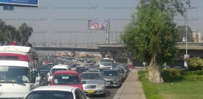 """كثافات مرورية على طريق """"مصر - السويس"""" لتعطل 8 سيارات"""