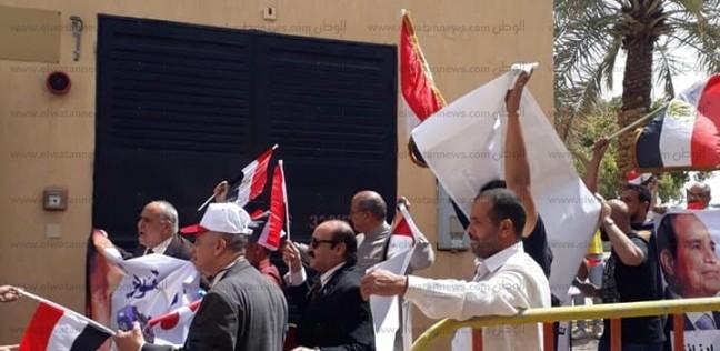 """""""المصريين في الخارج"""" يتوقع تمديد فترة الاستفتاء: الزحام شديد"""