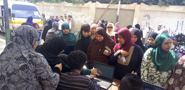 """والد شهيد: """"المصريين بيشاركوا في الاستفتاء عشان استقرار البلد"""""""