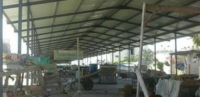 الانتهاء من أعمال تركيب مظلة سوق الباعة الجائلين بمدينة كفر سعد