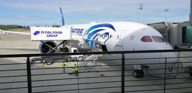 بالصور.. طائرة الأحلام تقلع من مطار مصنع بوينج في طريقها إلى القاهرة