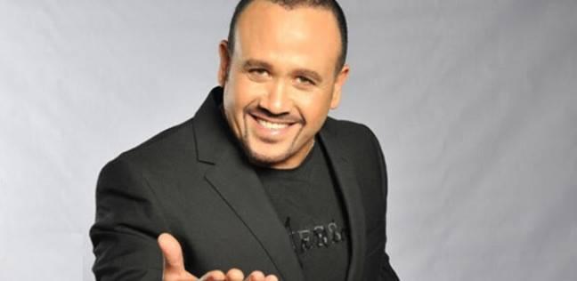 بالفيديو| هشام عباس يقلد محمد عبد المطلب