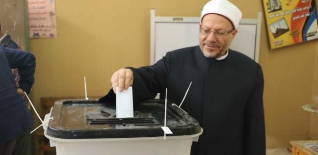 """مفتي الجمهورية يدلي بصوته في التعديلات الدستورية بمدرسة """"الحسين"""""""