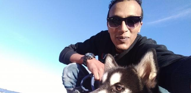 حسين بكار وكلبته لاكي