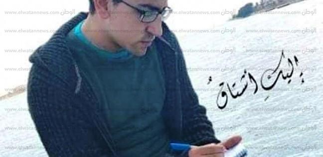 """""""أحمد"""" يدرس طب ويكتب شعر فلقبه أصدقاؤه بـ""""شاعر الأطباء"""": """"قول يا عراب"""""""