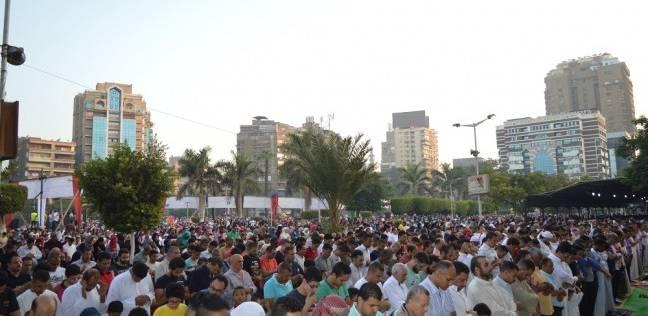 الآلاف يؤدون صلاة عيد الأضحى بمسجد مصطفى محمود