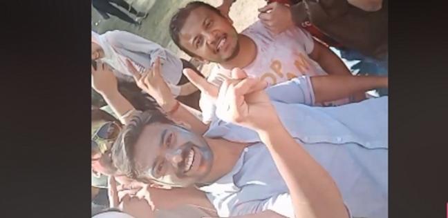 بالفيديو| هنود يرقصون على أنغام