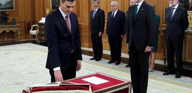 رئيس الوزراء الإسباني الجديد يؤدي اليمين الدستورية