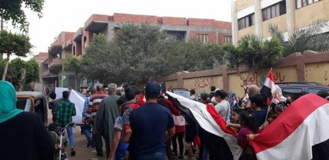"""مسيرة حاشدة لأهالي كفر شكر: """"جنودنا في الميدان وإحنا في اللجان"""""""