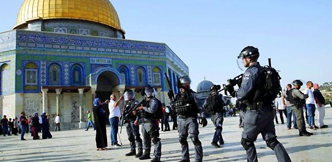 الاحتلال يعتقل شبانا فلسطينيين خلال محاولة وصولهم للأقصى