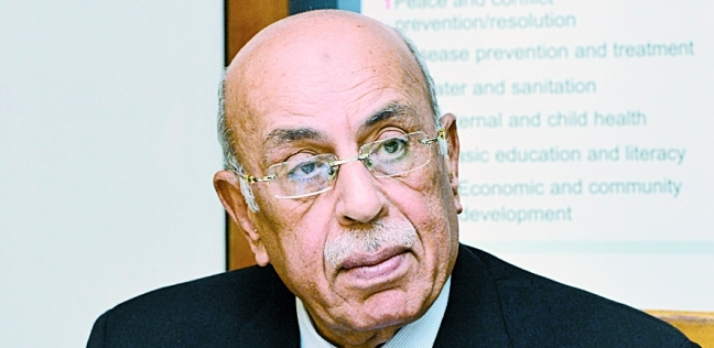 مفيد شهاب يدلي بصوته في التعديلات الدستورية بالقاهرة الجديدة