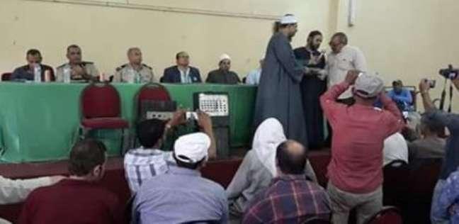 جلسة صلح لإنهاء خصومة ثأرية بين أفراد عائلة واحدة في قليوب
