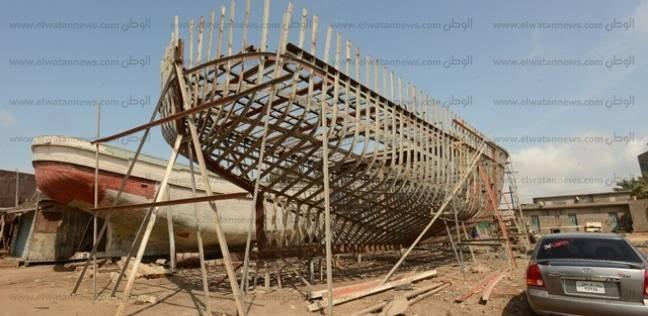 صناعة السفن فى عزبة البرج مهددة بالانقراض والعمال: غلاء الخامات هيخرب بيوتنا