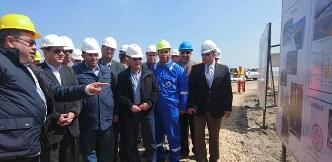 """وزير البترول يتفقد مشروع تنمية حقل """"ظهر"""" في بورسعيد"""