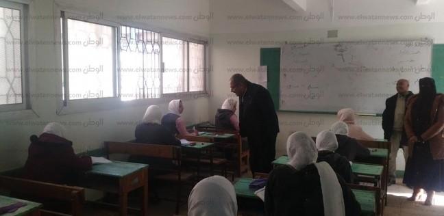"""طلاب أول ثانوي يؤدون امتحان الـ""""أوبن بوك"""" بـ14 مدرسة في مطروح"""