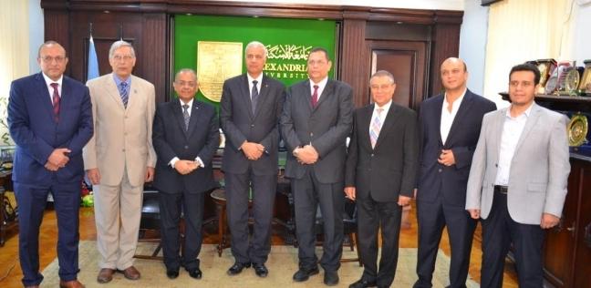 """رئيس جامعة الإسكندرية يستقبل أعضاء قافلة """"كينيا"""" لعرض نتائج الزيارة"""