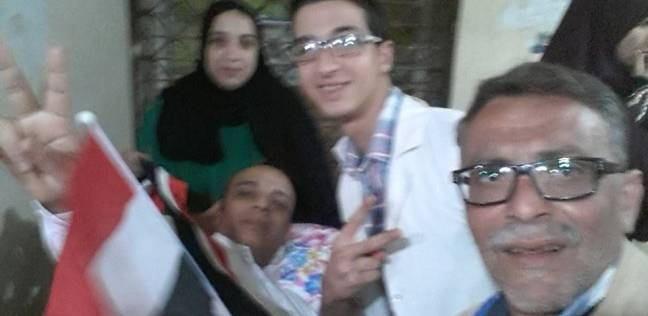 نقل مصاب بكسر في العمود الفقري بسيارة إسعاف للتصويت في المنوفية