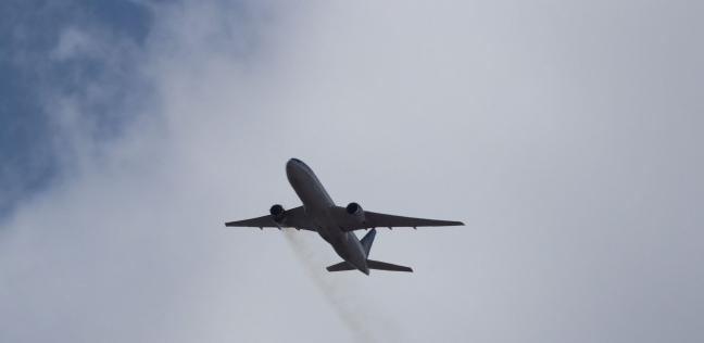 احتراق محرك طائرة في الجو