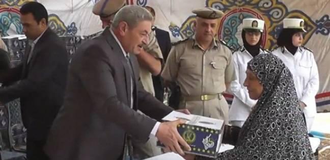 وزارة الداخلية توزع كرتونة رمضان في الدقهلية والمنيا