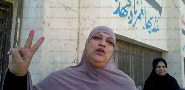 """تحية للجيش ودردشة سياسية لـ""""محاسن"""" أمام لجنتها في دمياط: """"فرحانة بمصر"""""""