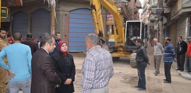 بالصور| رئيس مدينة المحلة يتفقد أعمال التطوير بشارع كنيسة الأورام لخدمة المواطنين