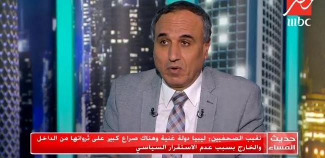 نقيب الصحفيين: الأزمة الليبية معقدة وألهبها الصراع على الثروات
