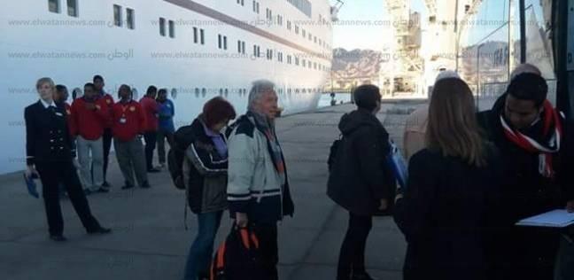 355 راكبا يغادرون ميناء سفاجا.. وتداول343 شاحنة