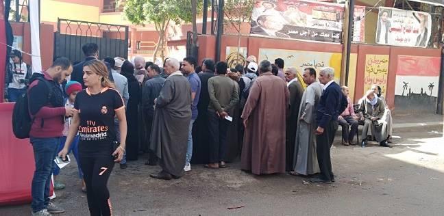 القمص سمعان يدلي بصوته في مدرسة الجبرتي بمنشأة ناصر
