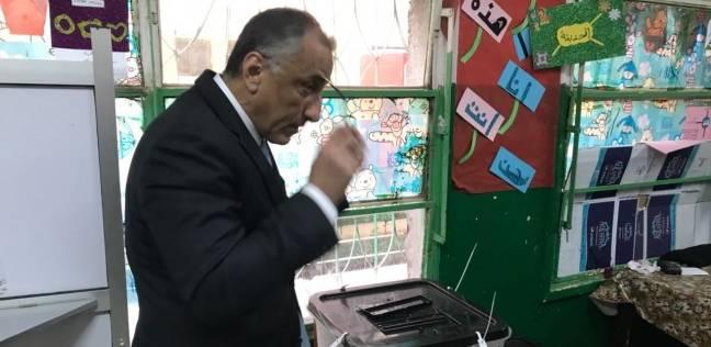 بالصور| طارق عامر يدلي بصوته في الانتخابات الرئاسية: نزلنا ندافع عن بلدنا