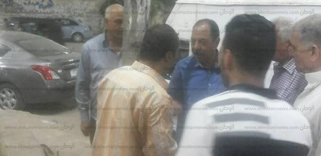 رئيس مدينة كفر الزيات بالغربية يتفقد أعمدة الكهرباء بعد صعق طفل