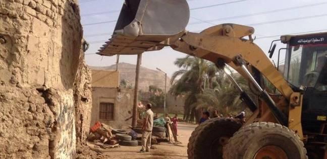 """تنفيذ 4 قرارات إزالة لمنازل قديمة في طريق """"سوهاج ـ نجع الدير"""""""